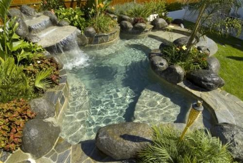 Swimming pools for small backyards for Natural swimming pools los angeles