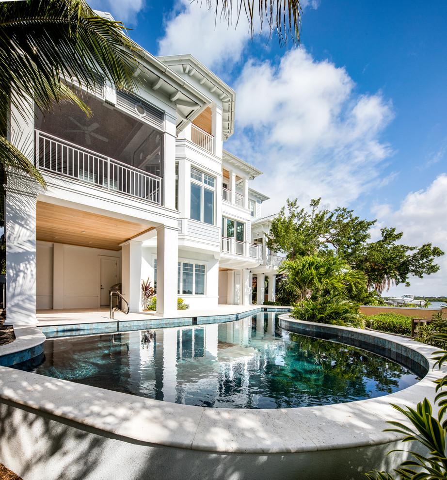 Idee per una piscina naturale stile marinaro personalizzata di medie dimensioni e dietro casa con pavimentazioni in pietra naturale