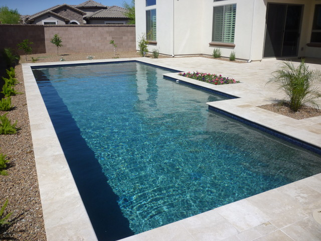 Water Pool Tiles : Classic pool with blue water line tile