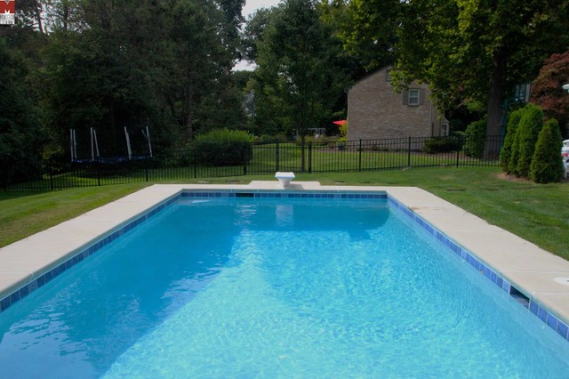 Classic rectangle style in ground salt water pool with - Salt water swimming pools los angeles ...
