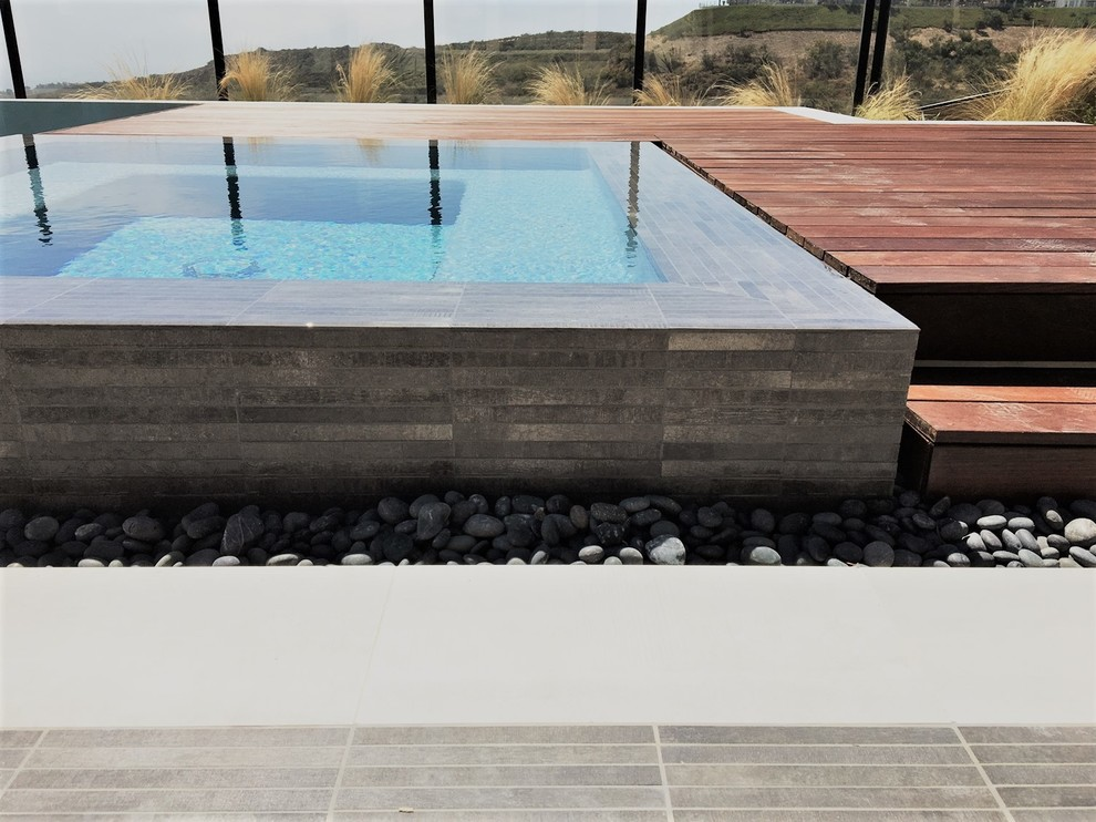 Inspiration for a pool remodel in Orange County