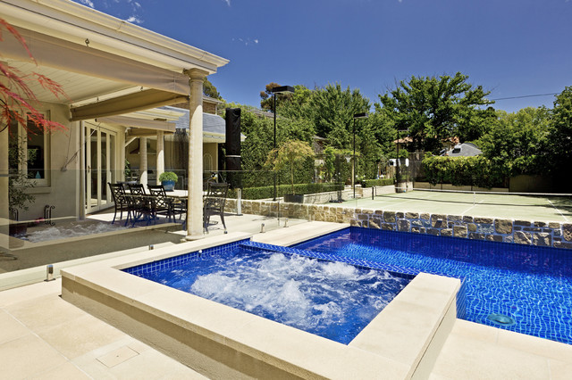 Contemporary courtyard pool and spa contemporary for Courtyard designs with spa
