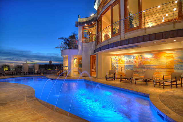 Contemporary contemporary-pool