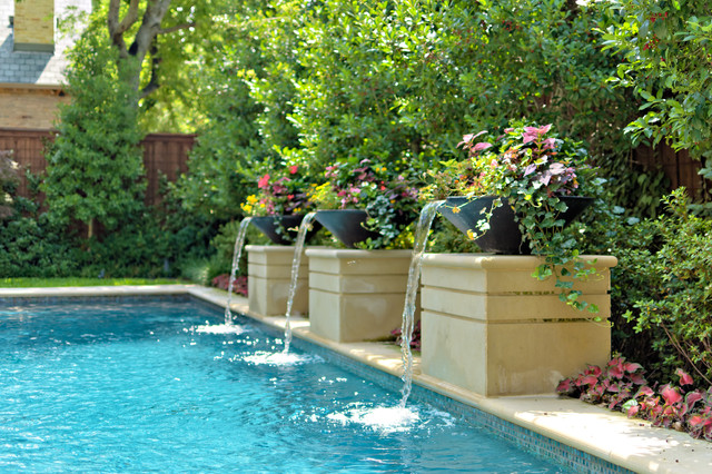 Private swimming pools contemporary pool dallas by harold leidner landscape architects for Decoration piscine