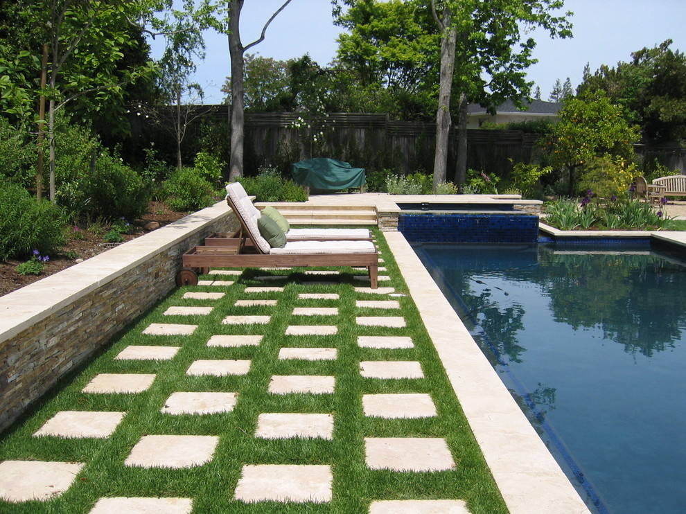 Example of a trendy rectangular pool design in San Francisco