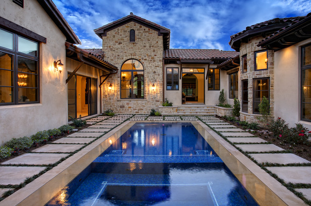 Attirant Courtyard Retreat Mediterranean Pool