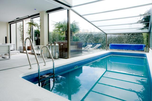 Cubisme by mike moderno piscina madrid de mike for Piscina arteixo
