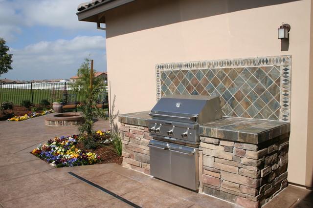 Custom bbq with tile backsplash contemporary pool for Outdoor kitchen backsplash designs