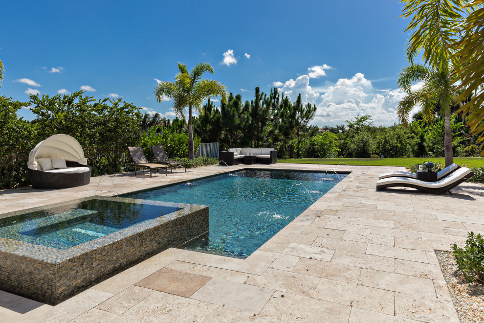 Example of an island style pool design in Miami