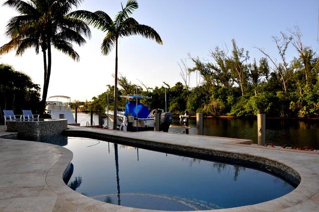 Custom Homes traditional-pool