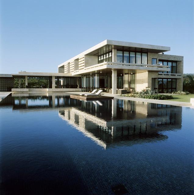 Dominican republic modern pool miami by aquatic consultants inc for Miami swimming pool contractors