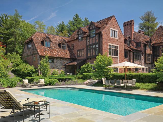 Earl Major Estate traditional-pool