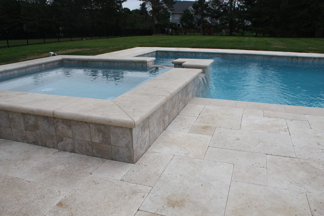 Elegant ivory tumbled travertine pavers traditional for Margelle piscine