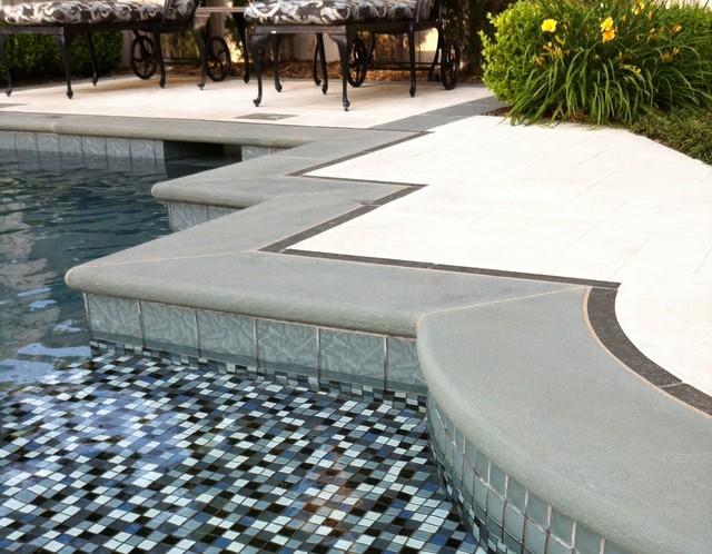 Elegant traditional-pool