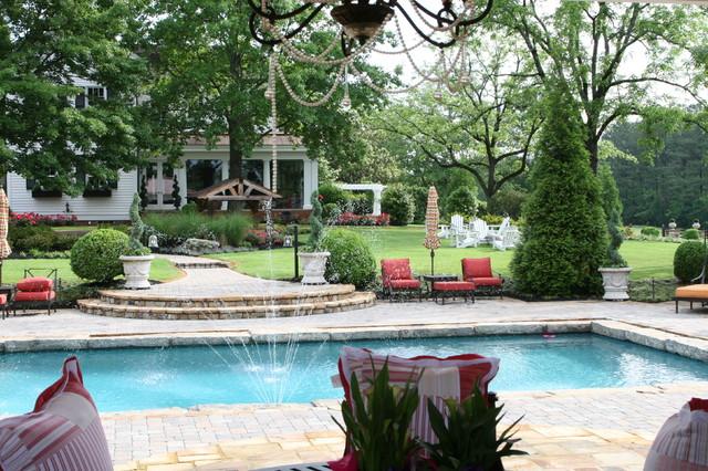 Estate Living traditional-pool