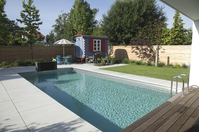 Exclusiver garten mit naturpool contemporary swimming for Garten pool schweiz