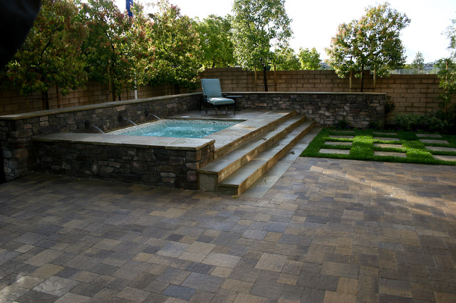 Fiora models homes traditional pool orange county for Pool design orange county