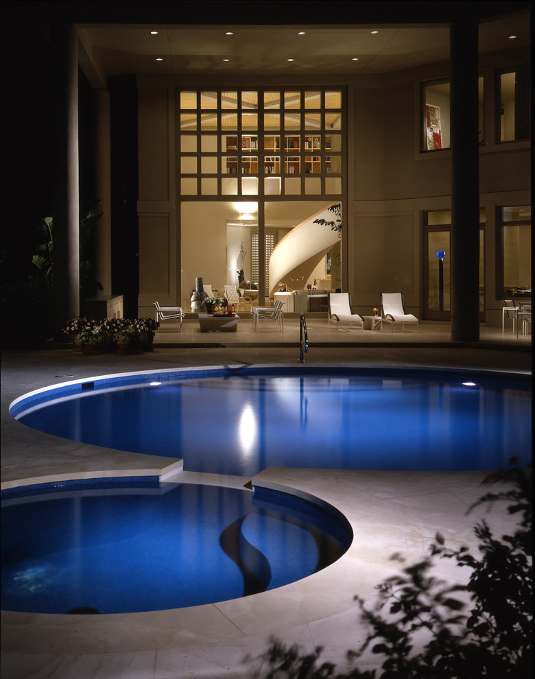 Inspiration for a contemporary round pool remodel in Chicago