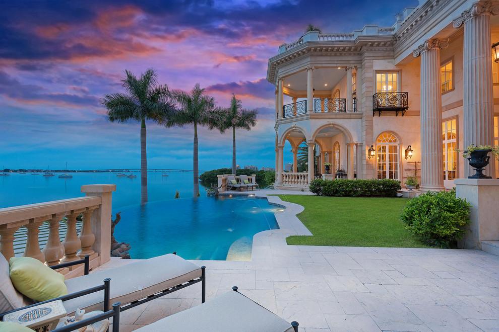 Tuscan pool photo in Tampa