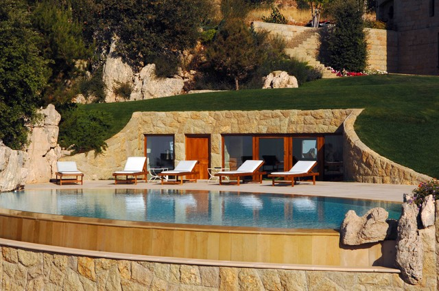Frerderic francis mediterranean pool other by for Construction pool house piscine