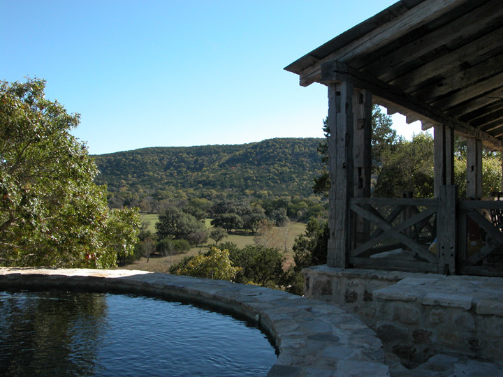 Example of a mountain style pool design in Austin