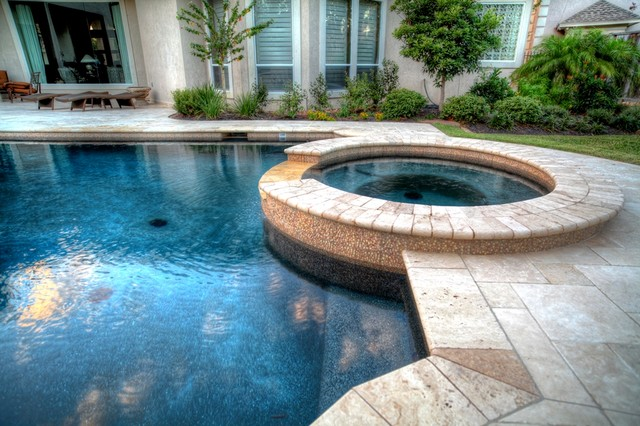 Grecian / Roman style pool 2 with spa - leh - Contemporary ...