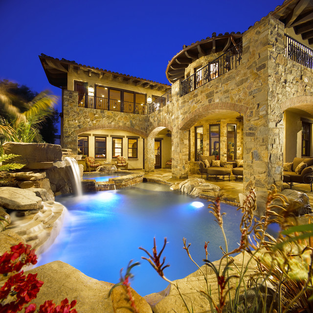 Grotto 39 s and waterfalls for Luxury pools with waterfalls