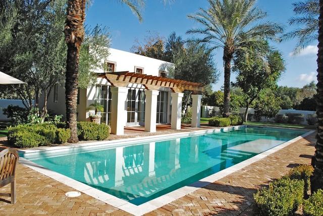 Imagen de piscina clásica con adoquines de ladrillo