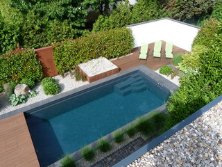 hausgarten mit naturpool modern pools frankfurt am. Black Bedroom Furniture Sets. Home Design Ideas