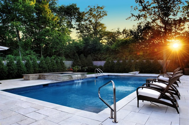Highland park il swimming pool and square raised spa for Traditional swimming pool designs