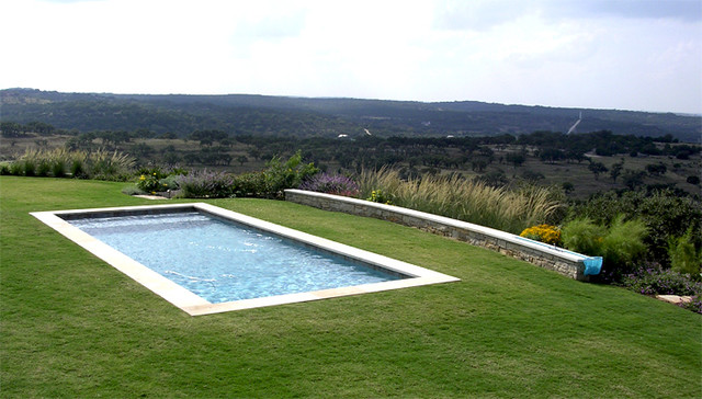 Hill Country Ranch traditional-pool