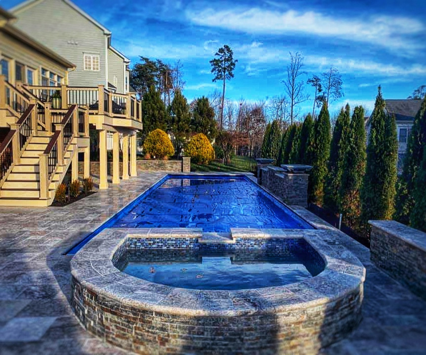 Horseshoe Shaped Spa/Pool