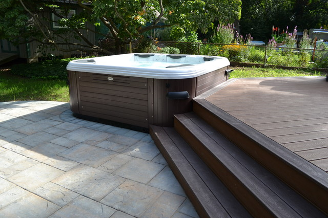 Hot Tub Bullfrog Spas with Trex deck and Cambridge paver patio - Traditional - Pool - new york ...