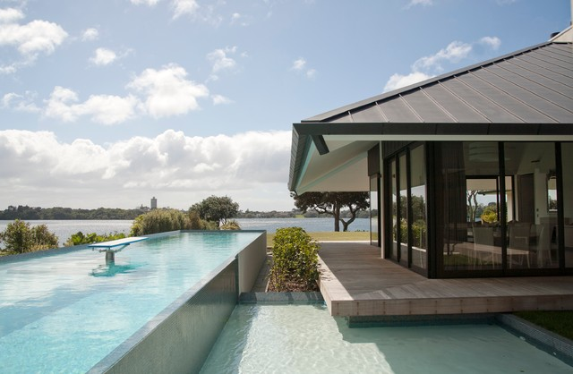 House on the lake contemporary swimming pool hot tub for Pool design auckland