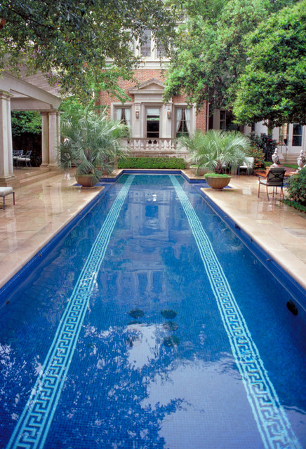 Houston Southern Estate traditional-pool