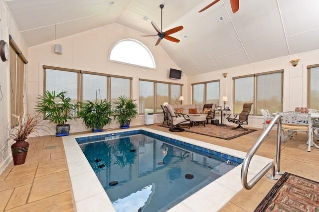 Indoor pool/swim spa traditional-pool