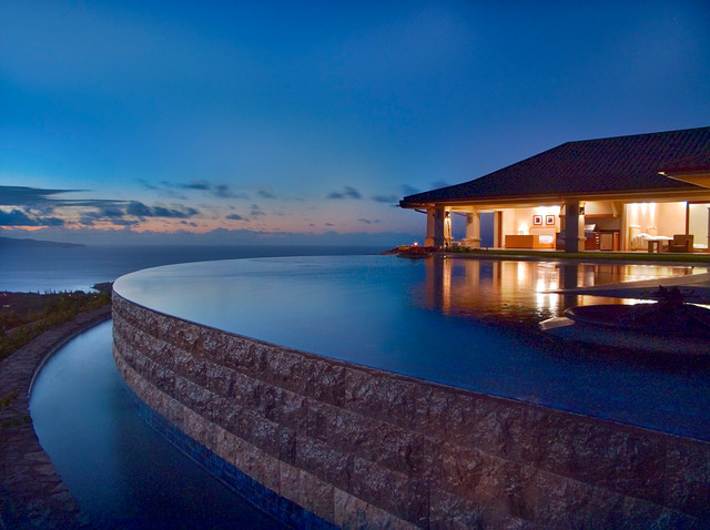 Infinity edge pool tropical pool hawaii by for Pool edges design
