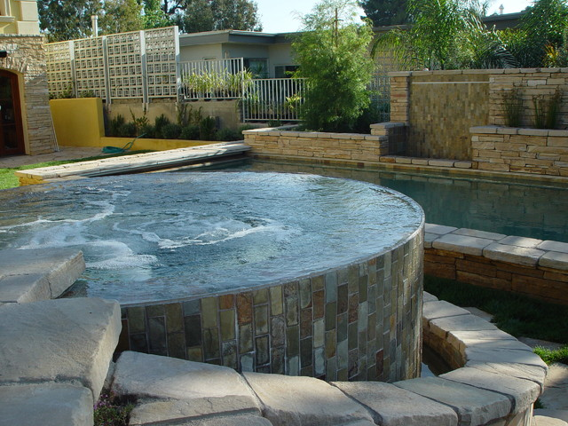 Jacuzzi's contemporary-pool