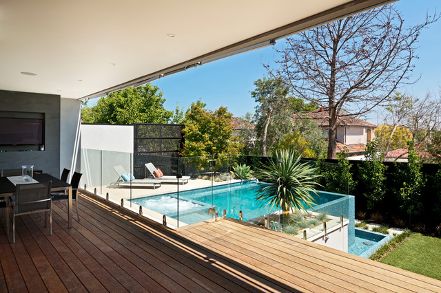 Kew Infinity Pool and Spa contemporary-pool