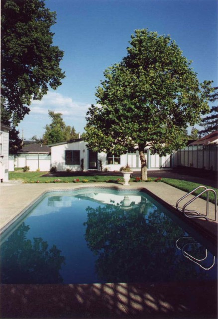 L.A. Paul & Associates, Architecture and Planning traditional-pool