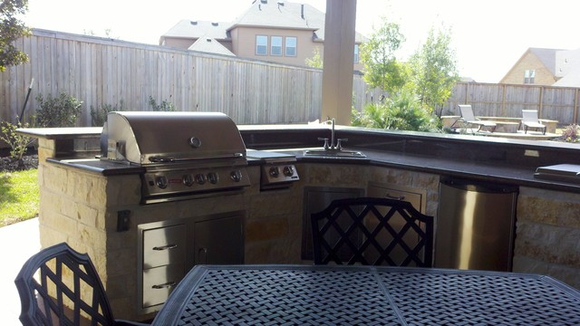 L Shaped Outdoor Kitchen With Raised Bar Traditional Pool