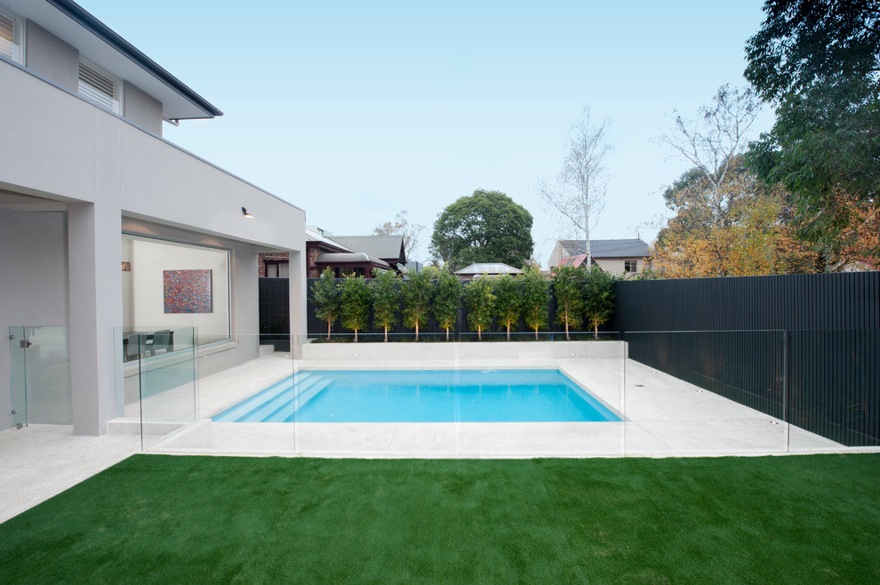This is an example of a modern pool in Melbourne.