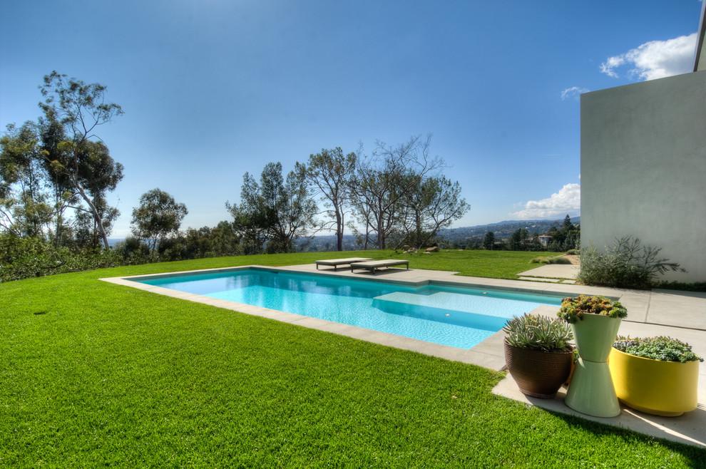 Minimalist concrete and rectangular pool photo in Los Angeles
