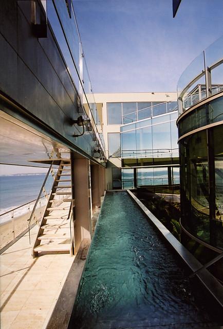 Malibu with a View modern-pool