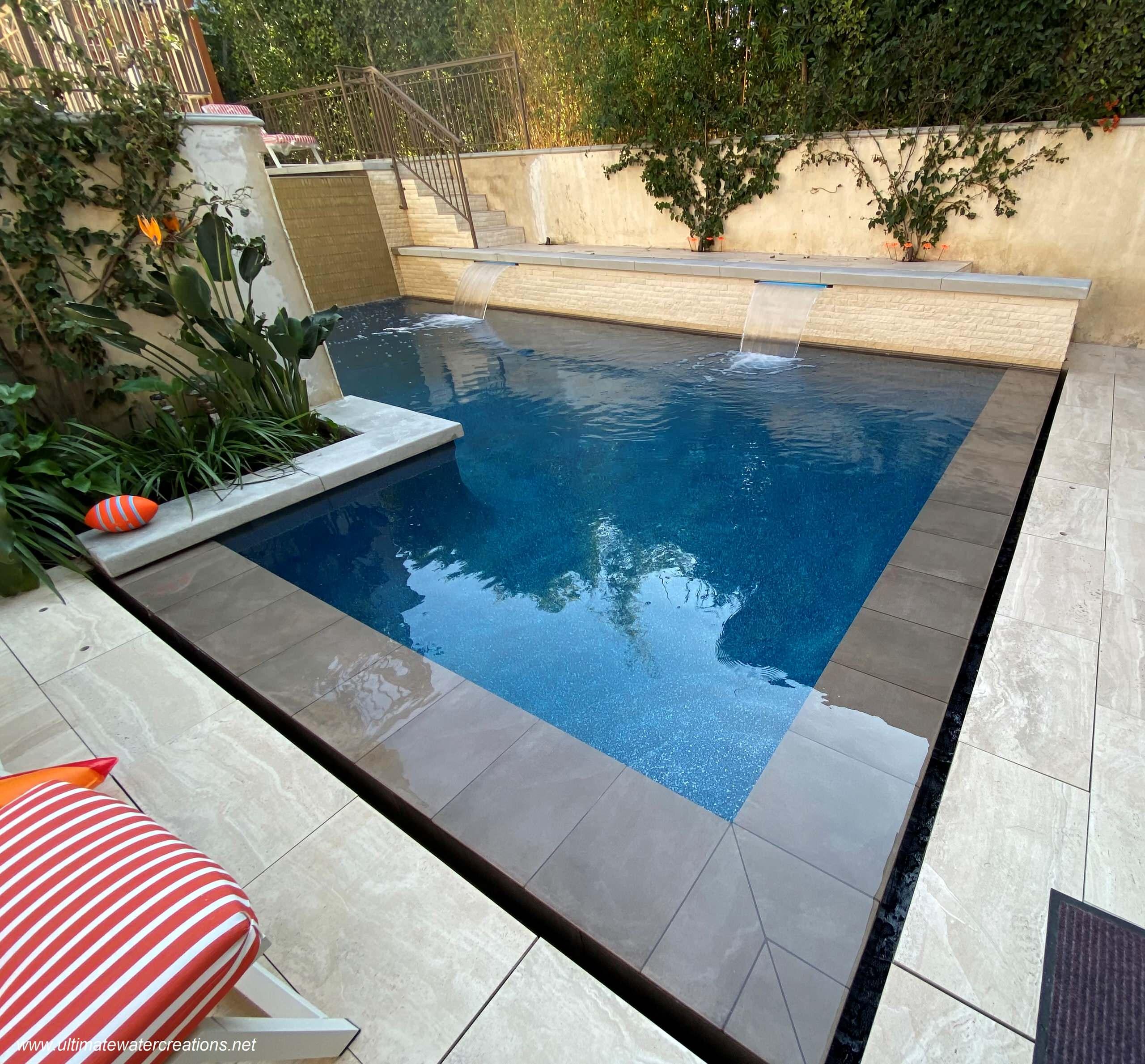 Manhattan Beach - Contemporary Pool & Spa in Compact Courtyard area