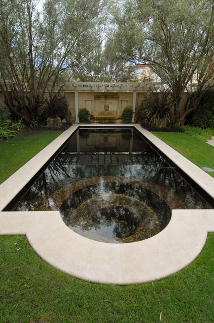 Marina Residence traditional-pool