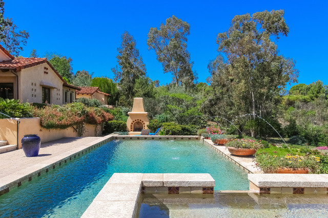 Example of a tuscan rectangular pool fountain design in San Diego