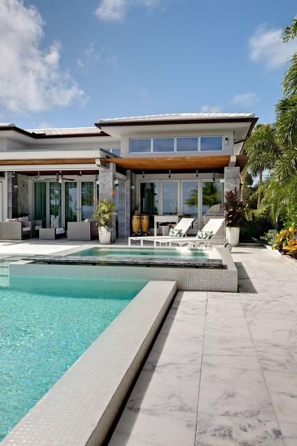 Miami Beach Dream... contemporary-pool
