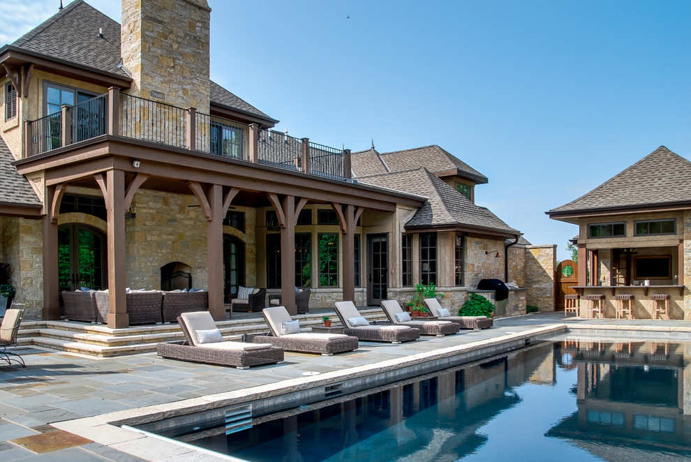 Transitional pool photo in Milwaukee