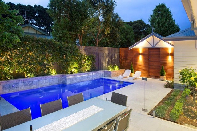 Mitcham Courtyard Pool contemporary-pool